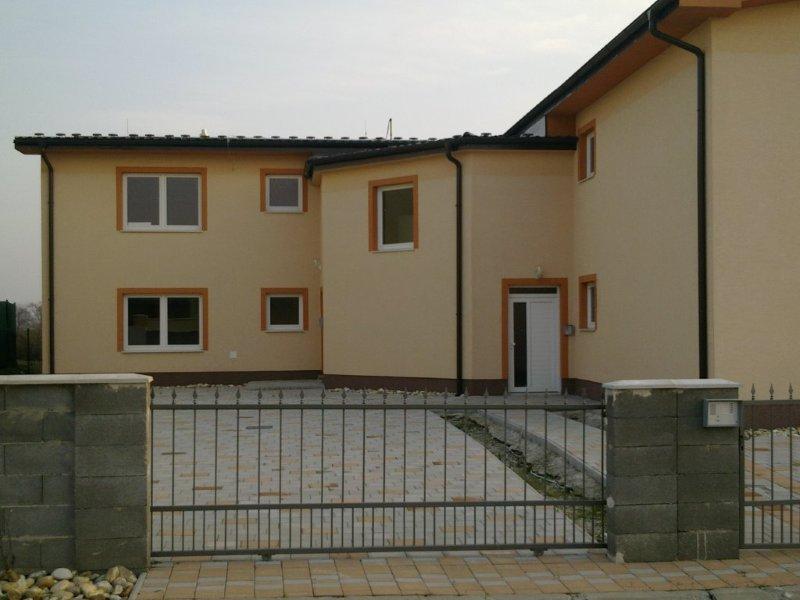 bytovy-dom-v-rovinke