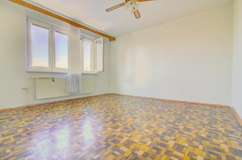 byt-3-izby-vyborna-ticha-lokalita-hrobakova-u-petrzalka-kompletne-zrekonstruovany-dom
