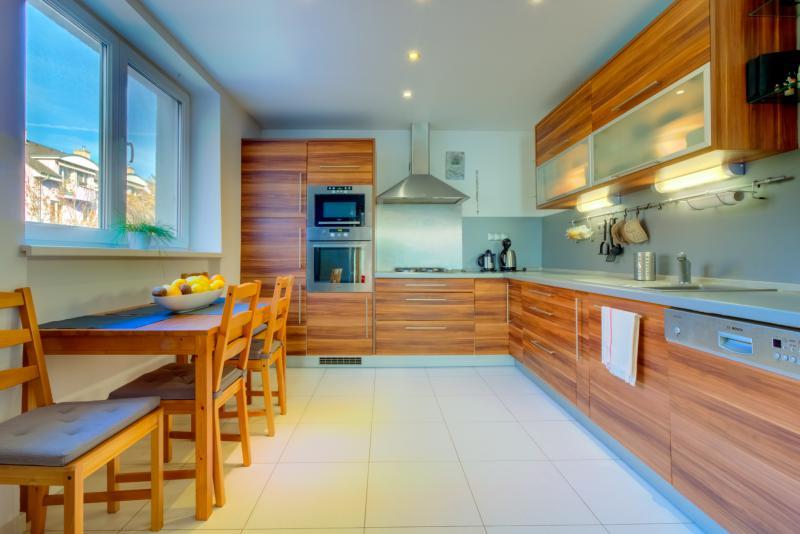 predaj-prijemny-2-i-byt-rekonstrukcia-vyhladavana-u-kuliskova-nivy-tehlovy-dom