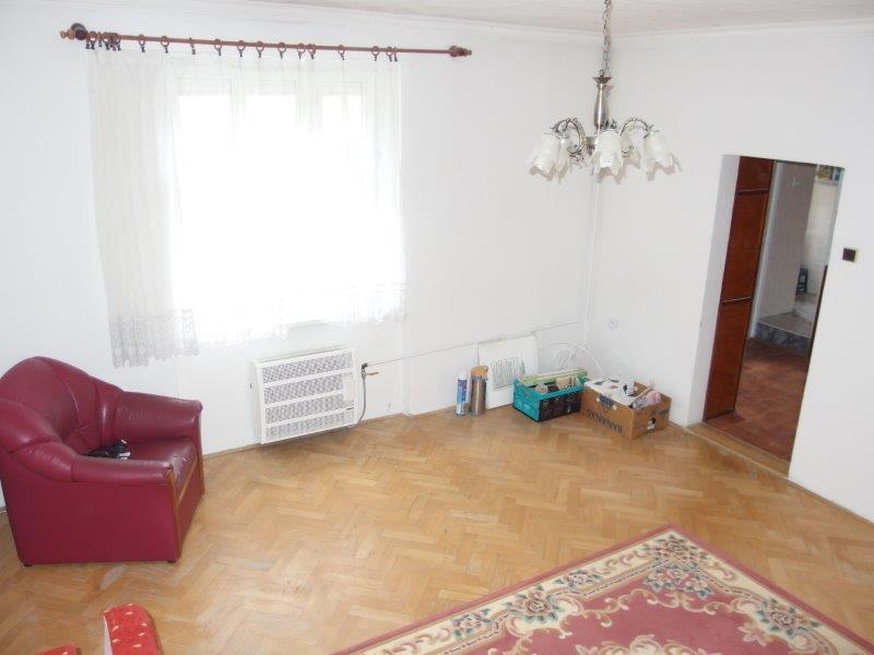 predaj-1-i-byt-tehlovy-dom-35-70-m2-dobra-lokalita-osadna-u-95-000
