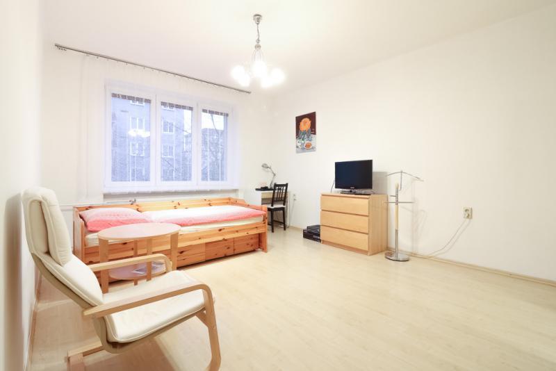 predaj-1-izb-byt-zariadenie-v-cene-kompletna-rekonstrukcia-nove-mesto-sibirska-u-tehlovy-dom