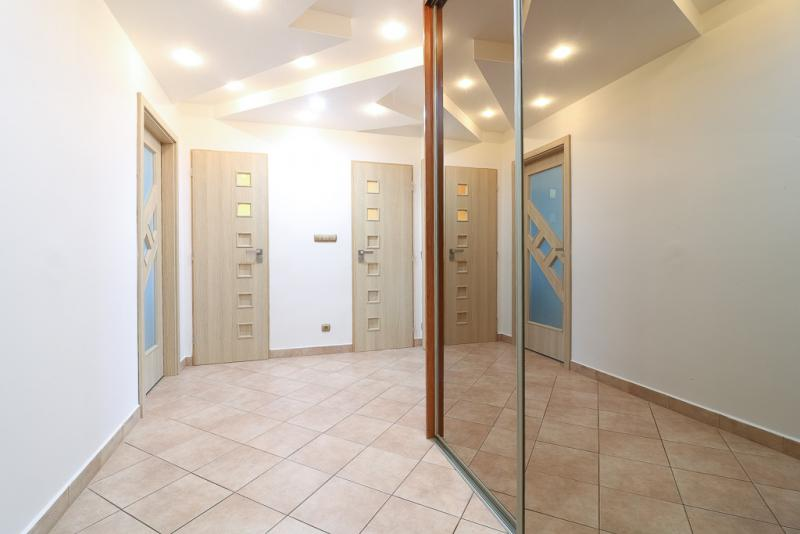 priestranny-velkometrazny-zrekonstruovany-2-izbovy-byt-sklabinska-ul-tehlovy-dom-raca