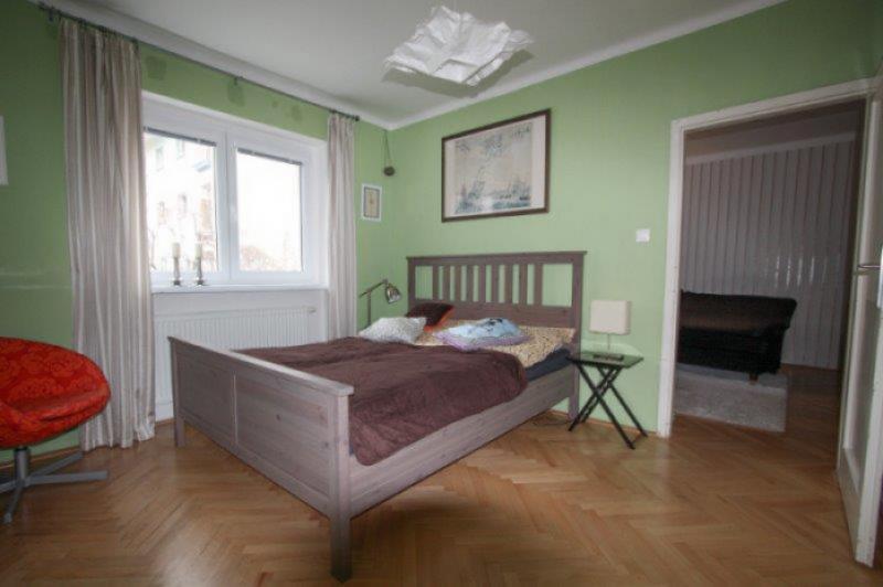 predaj-byt-2-i-rekonstrukcia-52-55-m2-balkon-vyhladavana-u-svatoplukova-nivy-tehlovy-dom