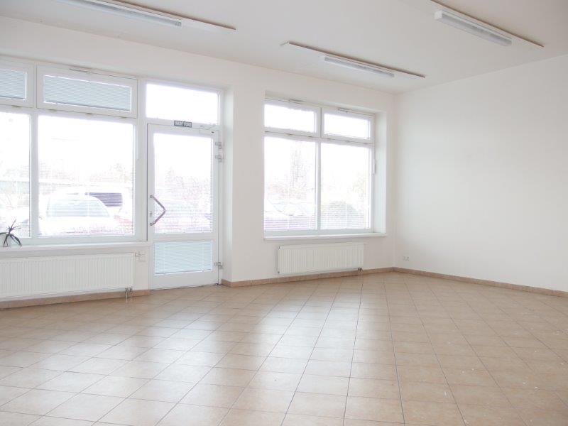 obchodny-priestor-spojeny-s-garazou-luzna-u-novostavba-vymera-37-97-m2-garaz-18-87-m2-550